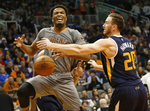 Joe Johnson's big 3 helps Utah Jazz sink Phoenix Suns
