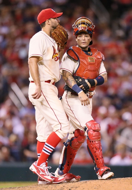 Cardinals weigh future of Molina, Wainwright