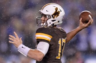 Oregon Football: Wyoming Quarterback Josh Allen Will Return For 2017