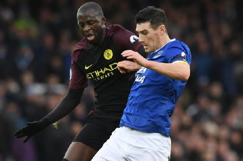 Man City fans applauded Everton's Gareth Barry after he reminded them what they have lost