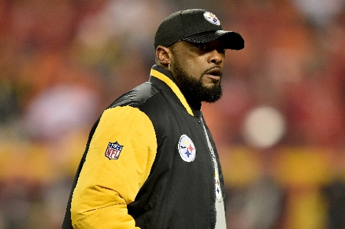 Steelers coach Tomlin contrite, but irked by Brown Facebook faux pas