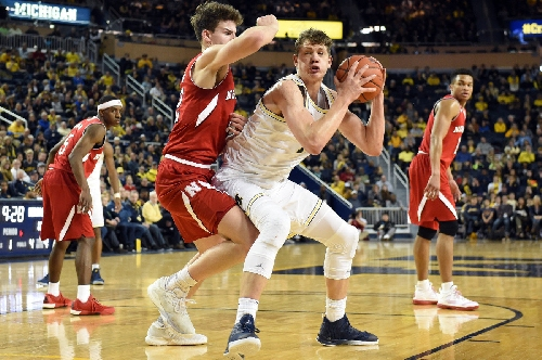 Live scoring, stats: Michigan looks for huge road win at Wisconsin