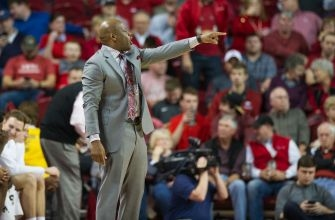 Arkansas Clenches Close Road Win Against A&M