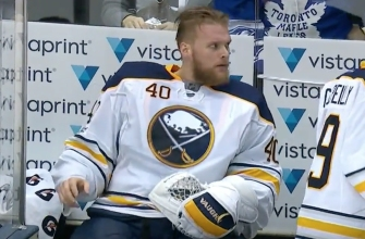 Sabres goalie throws tantrum on bench after getting pulled by coach