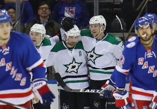 Patrick Sharp scores twice, Stars hold on for 7-6 win over Rangers