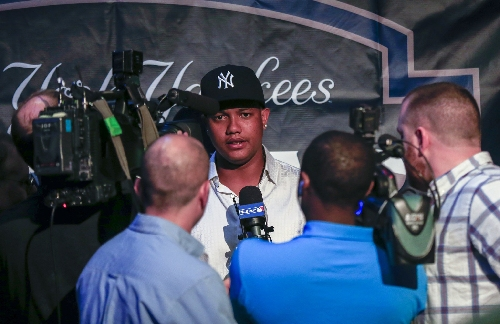 Would Yankees' Starlin Castro try third base?