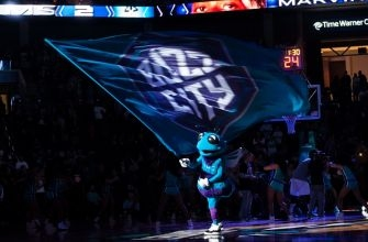 Buzz City Beat: Charlotte Hornets Mid-Season Report Card, Walker and Curry Co-Exist?