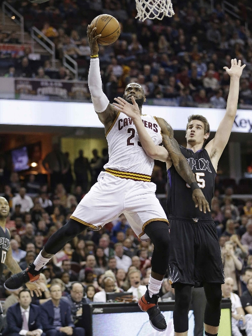 Cavaliers: LeBron, Irving lead win over Suns