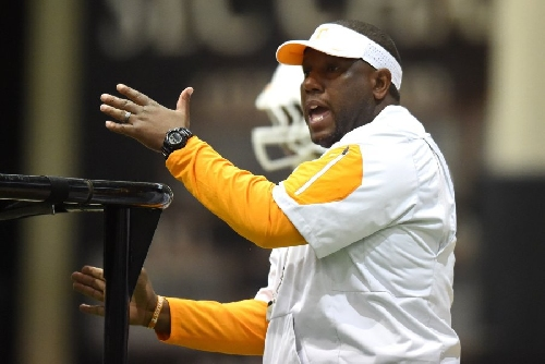 Tennessee promotes Larry Scott to OC, hires Mike Canales to coach QBs