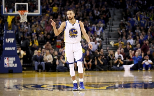 Warriors crush Rockets for sixth straight NBA win