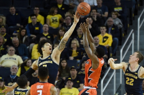 Michigan dons blue collars, writes on the walls, finds a way to push back vs. Illinois
