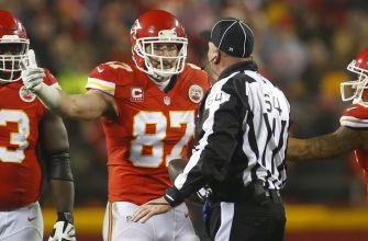 Travis Kelce learns about 'straight cash homie' from Randy Moss (video)