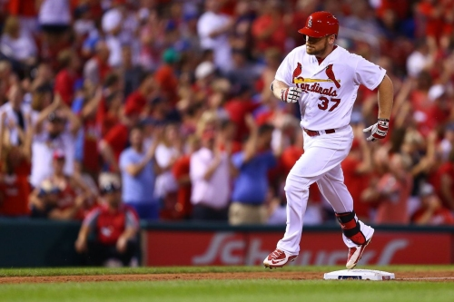 Royals sign Brandon Moss to two-year deal