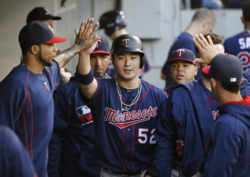 Twins take Byung Ho Park off 40-man roster to sign reliever The Associated Press