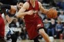 Goran Dragic sizzles as Miami Heat extend win streak to 11