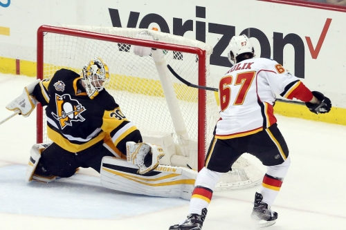 Breaking down how the Flames 3M Line scored a beautiful goal against the Penguins
