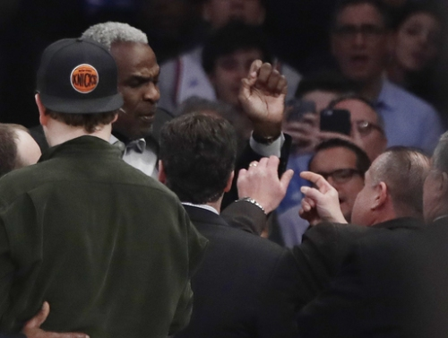 Griffin leads Clippers past Knicks after Oakley ejection The Associated Press