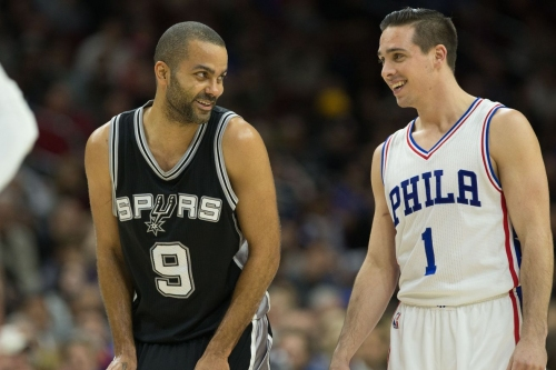 "Bryan Cranston and M. Night Shyamalan ""meet"" Tony Parker during Spurs vs. 76ers"