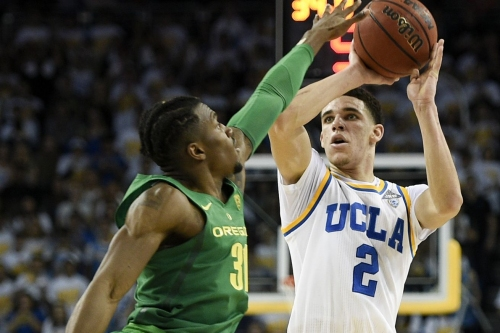 No. 5 Oregon blows 19-point lead in 82-79 loss at No. 10 UCLA