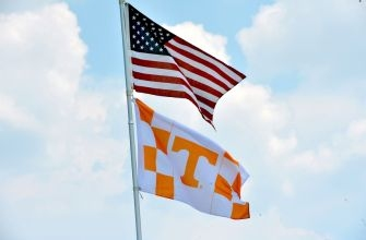 Tennessee Vols Morning Report: Peyton Manning Mobbed, Lady Vols Win, Softball & Baseball