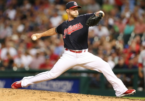 Cleveland Indians trade RHP Austin Adams, sign LHP Luis Perez to minor league deal