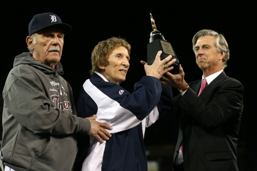 MLB Weekly Wrap: Mike Ilitch passes