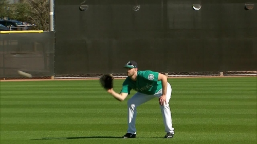Sights and sounds from the first day of Mariners' pitchers and catchers workout