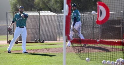 Mariners trying to new things to improve pitcher fielding