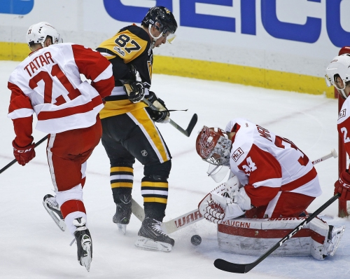 Sidney Crosby's league-leading 32nd goal not enough against Red Wings