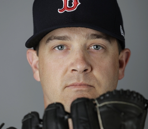 Steven Wright, Boston Red Sox knuckleballer, throws off mound for first time since October