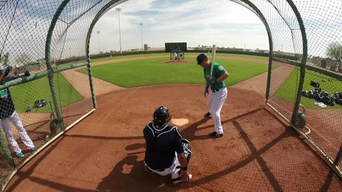 Watch: Felix Hernandez throws his first live batting practice session of the spring