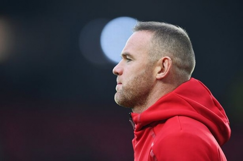 Manchester United captain Wayne Rooney handed transfer advice by Paul Scholes