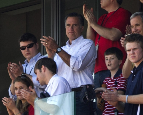 Mitt Romney & son looking to buy a small piece of Yankees: report