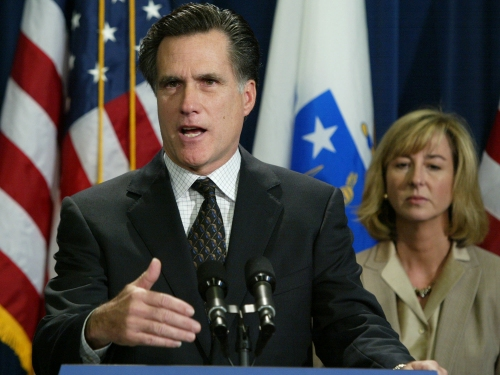 Mitt Romney bidding to buy part of Yankees, report says