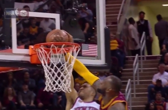 LeBron James erases Courtney Lee off Planet Earth with picture-perfect chasedown block