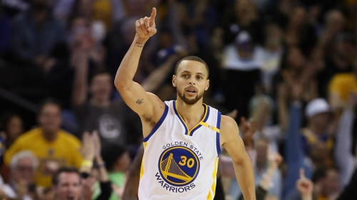 Curry inspires Warriors as LeBron leads Cavs with triple-double