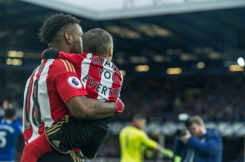 Cancer-fighting Bradley Lowery thanks Everton as he appears as a Sunderland mascot at Goodison Park