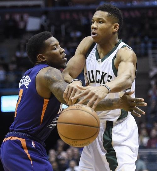 Milwaukee Bucks edge Phoenix Suns in final minutes of tough loss