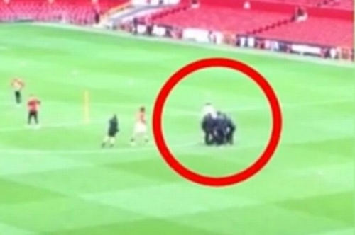 Manchester United boss Jose Mourinho left dazed after getting hit in the face with ball by Fellaini