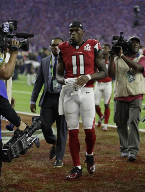 Falcons WR Julio Jones says minor foot surgery 'a success' The Associated Press