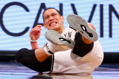 Jeremy Lin goes down again