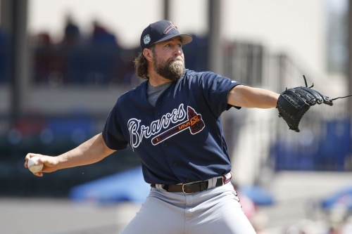 R.A. Dickey struggles as Braves fall 9-3