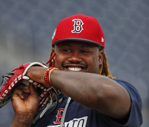 Pablo Sandoval, Marco Hernandez stay hot in Boston Red Sox win; Kyle Kendrick hurls 5 innings