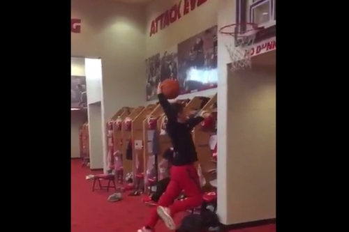 5'8 Cairo Santos tries to dunk wearing size 18 cleats and it doesn't go well