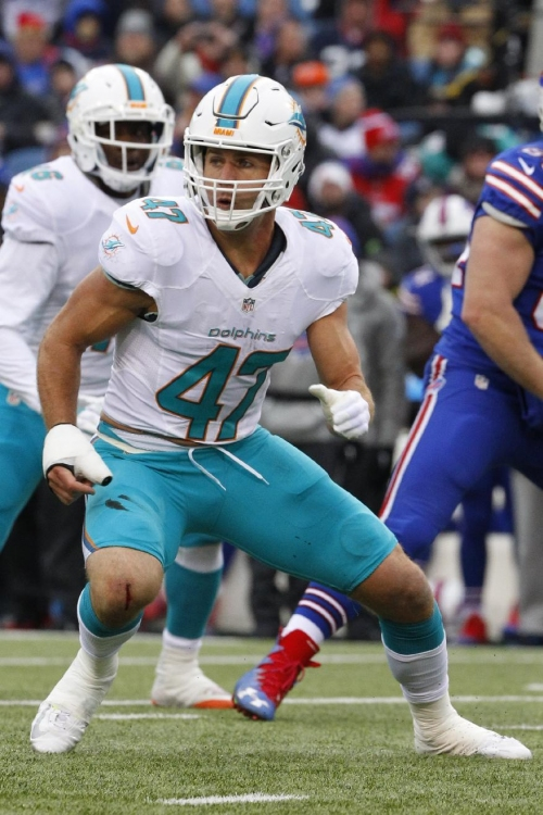 Alonso signs extension with Dolphins; Brown finishes visit The Associated Press