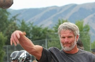 Watch 47-year-old Brett Favre throw bullet passes after stepping on field in street clothes