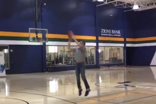 John Stockton and Byron Russell recreate 'The Shot' from 1997 Western Conference Finals