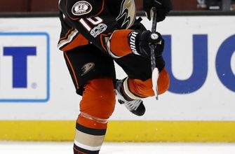 Cogliano's gift of a goal leads Ducks to 3-1 win over Jets (Mar 24, 2017)