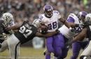 Oakland Raiders: Adrian Peterson Isn't Good Backup Plan for Marshawn Lynch