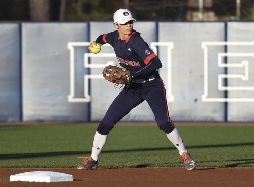 Defensive missteps in 7th cost No. 4 Auburn softball series opener at No. 2 Florida